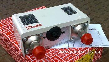 Реле давления типа KP предназначены для использования в холодильных установках и системах кондиционирования воздуха для защиты от слишком низкого давления всасывания или слишком высокого давления нагнетания. Реле давления типа KP также используются для пуска и остановки холодильных компрессоров и вентиляторов конденсаторов, охлаждаемых воздухом. Реле давления типа KP можно подключать напрямую к однофазным двигателям переменного тока мощностью приблизительно до 2 кВт или устанавливать в цепь управления двигателями постоянного тока и большими двигателями переменного тока. Реле давления типа KP оснащены однополюсной двухпозиционной контактной группой (SPDT). Положение контактов переключателя зависит от настройки реле и давления контролируемой среды.